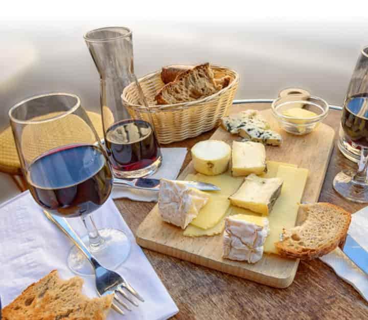Vino i sir: Prevod sa francuskog i na francuski